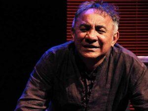 Josemir Kowalick sendo dirigido por Elias Andreato.